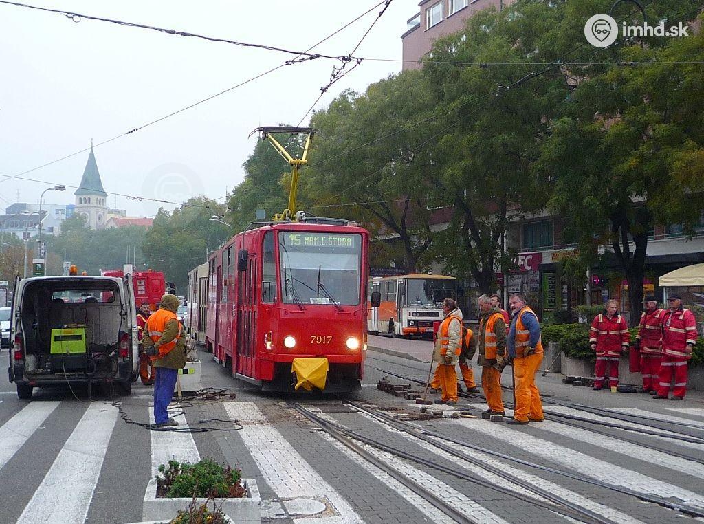 c22cd2415593  7917+7918 a prebiehajúca údržba výhybky na Námestí SNP • imhd.sk Bratislava