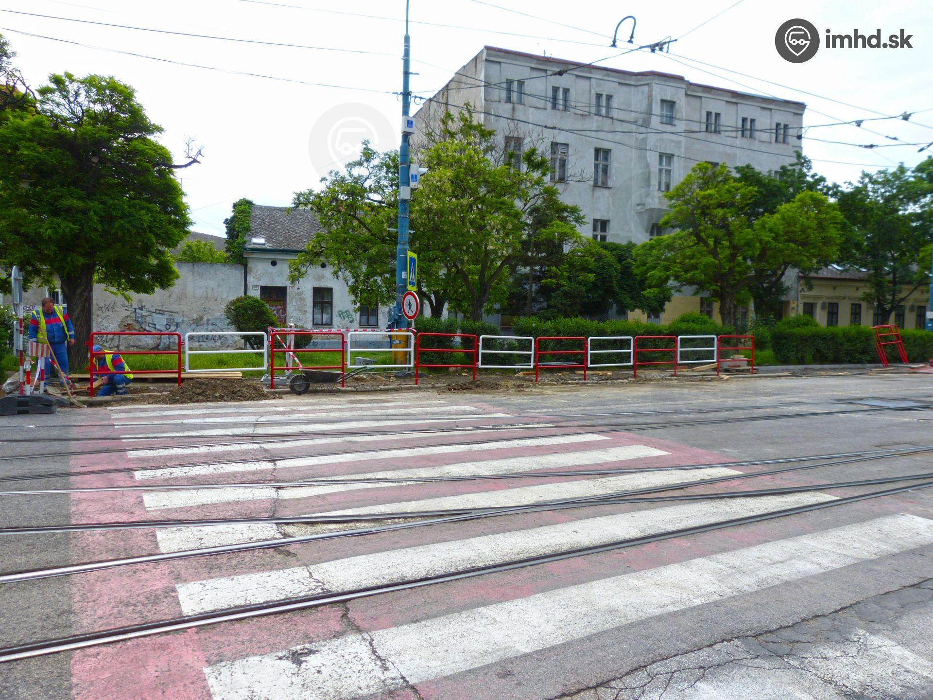 5f9f0cade252 V rámci novej zastávky prehradia priechod pre chodcov • imhd.sk Bratislava