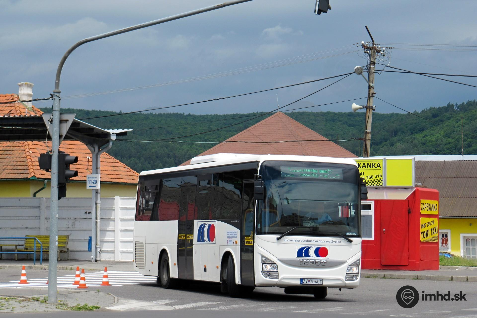 1087270fd Iveco Crossway 10.6M #ZV-704CY odchádza z autobusovej stanice v Žiari do  Vyhní • imhd.sk Žilina